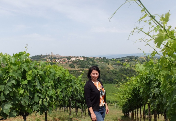 Me with the Comune di San Gimignano perched on a hilltop at the background.